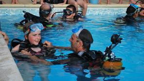 Cours de plongée en piscine